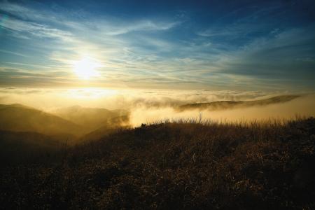 Bergpanorama mit Nebel
